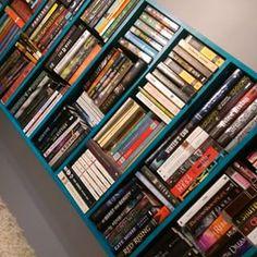 Cuando no tienes espacio para libros nuevos. | 29 Imágenes que solo los amantes de los libros entenderán