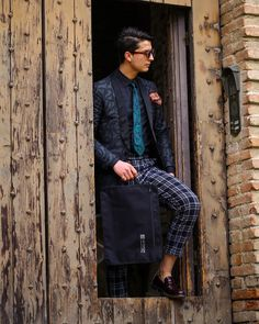 No dream is too big and no place is too far. It was a dream of us to design a perfect travel bag to support you on every trip. Shirt Bag, Travel Organization, Short Trip, H Style, Time Travel, Mens Fashion, Style Fashion, Travel Bags, Ootd