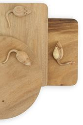 Cheese board with tiny, hand-carved mouse | Made of 'suer' plantation hardwood…