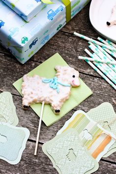 #Easter Lamb Pop Cookies! from @Sommer | A Spicy Perspective #spring