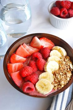 4 healthy breakfast ideas: acai berry bowl with banana and granola Healthy Desayunos, Good Healthy Recipes, Healthy Foods To Eat, Healthy Snacks, Healthy Eating, Diet Foods, Healthy Sweets, Healthy Smoothies, Think Food