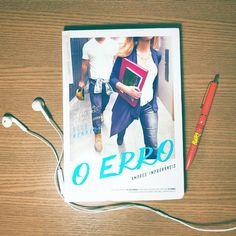 Estar a fim da namorada do melhor amigo é uma merda.  Ansiosa para ler a continuação de #OAcordo 😍 em breve vai ter resenha no Eu Insisto 📚❤ --- Lusting over your best friend's girlfriend sucks.  #OErro #TheMistake #Paralela #EditoraParalela #EuInsisto #BlogLiterario #BlogEuInsisto #livro #ElleKennedy #AmoresImprovaveis #EmBreve