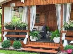 Jak urządzić drewniany taras? Moje sposoby na wyjątkowy klimat. - Twoje DIY Bamboo House Design, Patio Design, Patio Gazebo, Backyard Patio, Beautiful House Plans, Beautiful Homes, Porch Styles, House Styles, Philippines House Design