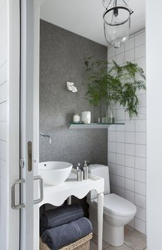 I love the pocket door idea Strandhule på 42 kvadratmeter - Bolig Magasinet Bad Inspiration, Bathroom Inspiration, Small Bathroom, Master Bathroom, Bathroom Beach, Bathroom Modern, Beautiful Bathrooms, Weekend Is Over, Powder Room