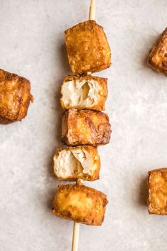Learn how to make the best Crispy Tofu with this easy and yummy recipe! Made with only 3 ingredients, this Tofu is Vegan, Gluten-Free, and Oil-Free. #vegan #glutenfree #plantbased #tofu #crispytofu #oilfree | frommybowl.com Crispy Tofu, 3 Ingredients, Vegan Recipes, Vegane Rezepte, Vegetarian Recipes