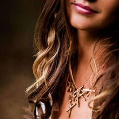 Uncover the elegance that lies in a rough, industrial look. The Stickii necklace is Lumitoro's Piece de Resistance. Formed to accentuate the allure of a woman's collar bones, one look will leave you spellbound with love.