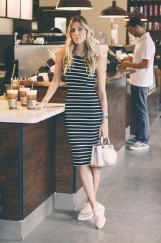 Crie looks modernos e cheios de estilo para o dia a dia com a combinação mais confortável do momento: tênis com vestido. Confira dicas de looks.