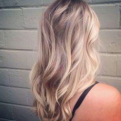 subtle blonde ombre hair color