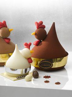 Café #Pouchkine : Poule en chocolat blanc, noir ou au lait, garnies d'un nid de chocolat blanc, de fritures chocolat, d'œufs au praliné ou gianduja et fleurs de Pâques en sucre