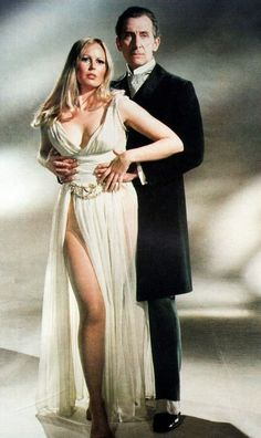 Peter Cushing and Veronica Carlson in a promotional pic for Frankenstein Must Be Destroyed Hammer Movie, Hammer Horror Films, Hammer Films, Sexy Horror, Peter Cushing, Vampire Girls, Kino Film, Horror Icons, Classic Horror Movies