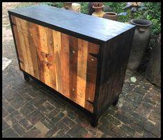 ตู้ไม้เก็บของทรงเตี้ย (Black Cabinet)