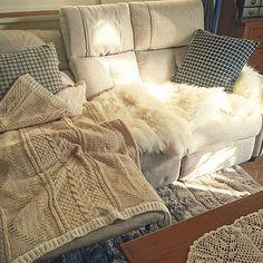 ず~っと座っていたい♡とびきりリラックスできるソファ   RoomClip mag   暮らしとインテリアのwebマガジン Blanket, Room, Bedroom, Rooms, Blankets, Cover, Comforters, Rum, Peace