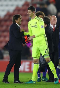 Antonio Conte, Manager of Chelsea (L) and Thibaut Courtois of Chelsea (R) embrace after the fianl whistle during the Premier League match between Southampton and Chelsea at St Mary's Stadium on October 30, 2016 in Southampton, England.