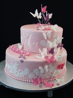 Schmetterlinge im Bauch... Schöne doppelstöckige in rosa gehaltene Tauftorte mit Schoko- und Zitronencreme als Füllung