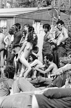 114 Powder Ridge Naked woman walking among people Woodstock, Rock Festivals, Hippie Life, Strange History, Vintage Art, Black Women, Naked, Nostalgia, Concert