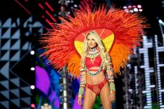 This Victoria's Secret Angel Totally Walked the Runway Pregnant This Year