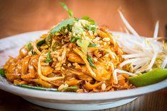 30 Recipes for Restaurant-Quality Meals at Home Easy Thai Recipes, Home Recipes, Great Recipes, Cooking Recipes, Cooking Tips, Pad Thai Receta, Pollo Tikka Masala, Easy Pad Thai, Arroz Frito