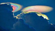 Una tormenta forma extrañas nubes de colores en Florida