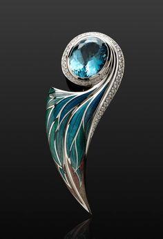 Aquamarine and diamonds pin