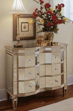 Console miroir de style classique. 3 tiroirs. Mobilier Philippe Dagenais