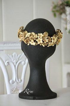 Lena Rom: Tocados en porcelana de azajar. Corona de novia. Bridal headpiece.