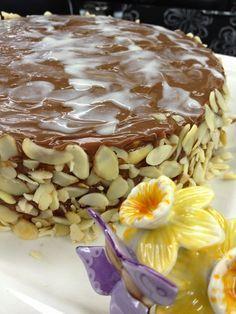 Bu pastayı uzun zamandır yapmayı planlıyordum.Tarif için nette araştırma yaparken harika bir bloğa rastladım.Cafe Pepela.Yalnız blog sahibin...