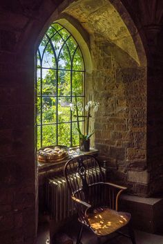 Broughton Castle, Oxfordshire - In about 1300 Sir John de Broughton built his manor house in a sheltered site at the junction of th - Beautiful Homes, Beautiful Places, Amazing Places, Window View, Through The Window, Windows And Doors, Gothic Windows, Architecture, Belle Photo