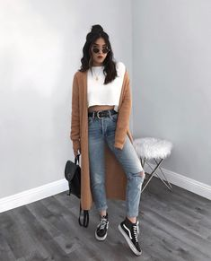 STYLECASTER ripped jeans ripped jeans outfit fall outfit fall fashion falls style How to Wear Ripped Jeans Street Style Inspiration How To Make Ripped Jeans, Ripped Jeans Look, Ripped Jeans Outfit, Casual Jeans, Denim Jeans, Women's Casual, Cute Casual Outfits, Summer Outfits, Hijab Casual
