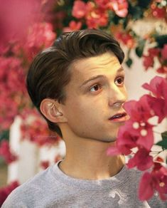 Celebrities - Tom Holland Photos collection You can visit our site to see other photos. All Spiderman, Tom Holand, Baby Toms, Tom Holland Peter Parker, Tommy Boy, Marvel Actors, Marvel Avengers, Marvel Memes, Billy Elliot