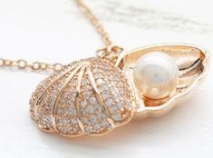 Pearl White Minimalist Minimal Layer Layering Tiered Charm Pendant Small Organic Simple Everyday Classic Wedding Bridesmaid Shell Pearl Gem