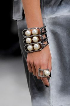 Wow! That's one hell of a bangle! Love the fact it looks like the racks they farm oysters on off Broome. Chanel SS 2014 Coco Chanel, Jewelry Art, Jewelry Bracelets, Jewelery, Jewelry Design, Bangles, Bling Jewelry, Pearl Jewelry, Chanel Jewelry