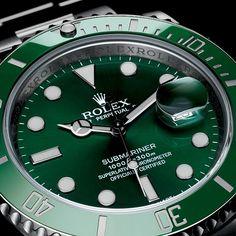 La montre Rolex Oyster Perpetual Submariner Date, lunette et fond verts