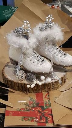 Elegant Winter Centerpieces Ideas For This Holiday 12 Winter Party Decorations, Winter Centerpieces, Simple Centerpieces, Christmas Decorations, Craft Decorations, Kitchen Centerpiece, Holiday Decorating, Ice Skating Party, Skate Party
