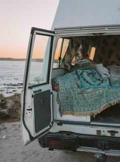 Places To Travel, Places To Go, Kombi Home, Caravan Vintage, Vanz, Van Living, Camper Life, Gap Year, I Want To Travel