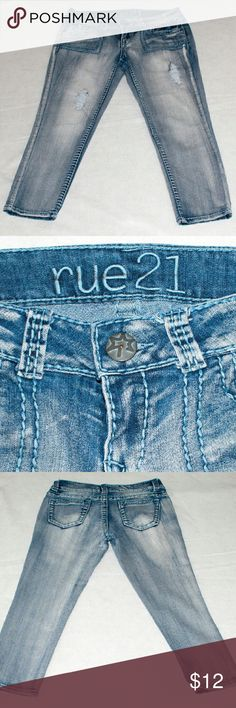 """Washed destroyed capri jeans Cute Rue 21 washed capri jeans. Size 7/8 waist 32. Inseam 24"""" long. Lightly used Jeans Ankle & Cropped"""