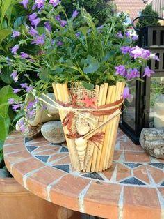 Summer dreaming - An easy #diy #decor for your #pots and #planters: http://www.1-2-do.com/de/projekt/Ein-schoener-Nachmittag-mit-Frau-und-dem-GluePen-Ein-maritimer-Blumentopf-ensteht-/bastelanleitung/12783/