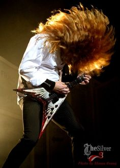 Dave Mustaine's mega-headbanging