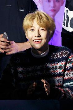 Whose shadow is covering him? I just wanna talk Yang Yang, Winwin, Taeyong, Jaehyun, Nct 127, Nct Dream Renjun, Nct Group, Jisung Nct, Huang Renjun