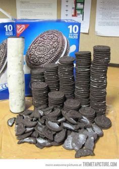 Funny pics, memes, infographics and gifs. Finally the perfect Oreo. Stupid Funny Memes, Haha Funny, Hilarious, Funny Fails, Funny Images, Funny Pictures, Cursed Images, Really Funny, Cringe