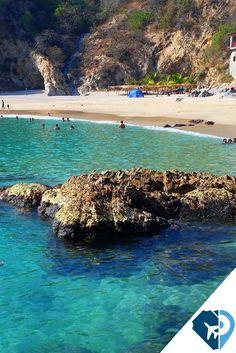 #PLAYA EL VOLADOR, #JALISCO Este #paraíso está ubicado en la muy popular #Bahía de Banderas, sólo se puede llegar a el por barco, lo que le da un carácter recóndito y hermoso. Allí se encuentra #Xinalani , un lugar de retiro que es ideal para quienes hacen #yoga o #surf y necesitan descansar en serio en un sitio #ecológico pero de lujo, rodeado de exuberante #naturaleza.