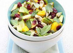 Salade de roquette, avocat et mangue #DanOn #recette Fruit Salad, Good Food, Sliced Almonds, Salads, White Rice, Fun Recipes, Mango, Lawyer, Water