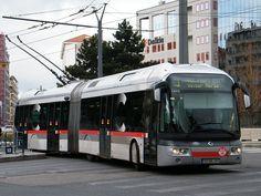 Trolleybus Irisbus Cristalis ETB18 in Lyon, France    Un Irisbus Cristalis ETB18 de la Ligne C1 arrive à Part-Dieu Vivier Merle.