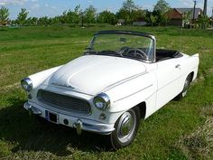 Front diagonal view of oldtime Skoda Felicia from American Graffiti, Harrison Ford, Retro Cars, Vintage Cars, Skoda Felicia, Convertible, Small Cars, Commercial Vehicle, Old Cars