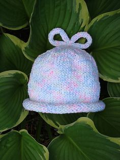 Knit baby hat - free pattern included via Ravelry Baby Hat Knitting Pattern, Baby Hat Patterns, Baby Hats Knitting, Loom Knitting, Knitting Patterns Free, Free Pattern, Crochet Patterns, Beanie Pattern, Knitting For Charity