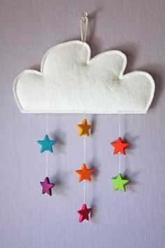 Cute, I love felt projects! Baby Crafts, Felt Crafts, Diy And Crafts, Arts And Crafts, Cloud Mobile, Baby Mobile, Felt Mobile, Diy For Kids, Crafts For Kids