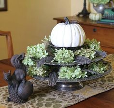 Neutral fall decor in the dining room @ houseofhawthornes.com