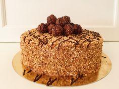 Kochvideo zum einfach nachkochen: Diese wunderschöne Rochertorte schmeckt herrlich nussig und schokoladig süß. Mit Nutella und Haselnüssen on top wird diese