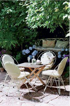Gypsy Purple home. Outdoor Rooms, Outdoor Dining, Outdoor Gardens, Outdoor Furniture Sets, Outdoor Decor, Outdoor Ideas, Vintage Furniture, Garden Sitting Areas, The Bride