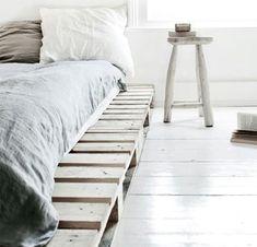 Una cama hecha con palts, gran idea!