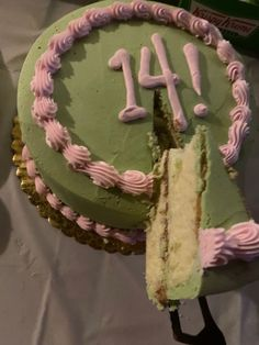 Pretty Birthday Cakes, Pretty Cakes, 14 Birthday Cakes, Bolo Da Hello Kitty, Cute Food, Yummy Food, Pastel Cakes, Think Food, 14th Birthday